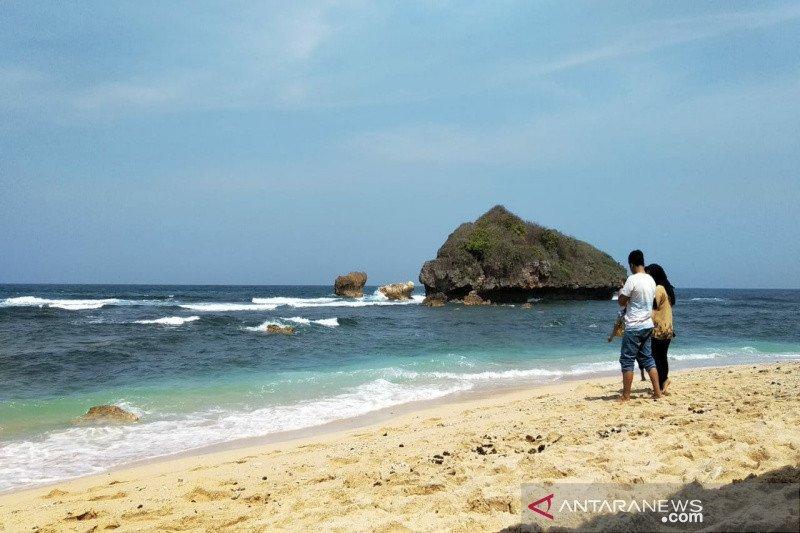 Pemkab Gunung Kidul tutup seluruh objek wisata pantai mulai hari ini