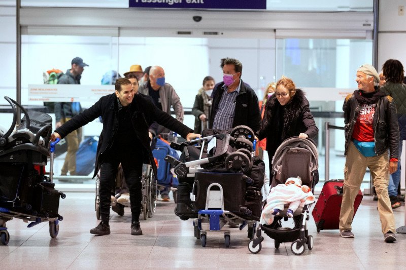 Kanada penumpang dengan gejala COVID-19 gunakan pesawat atau kereta