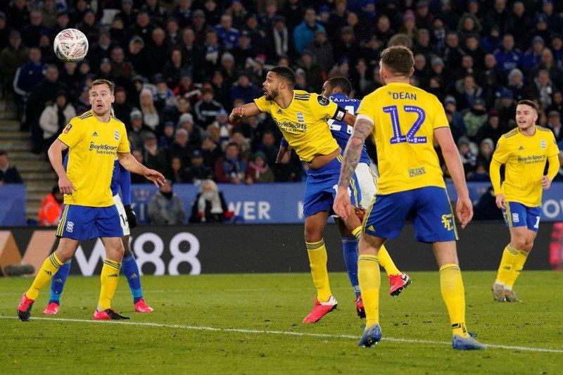 Leicester menyiapkan restart dengan latihan tanding di stadion kosong