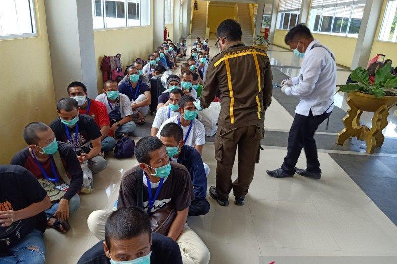 Kemensos pastikan TKI dari Malaysia sehat dan wajib jalani karantina