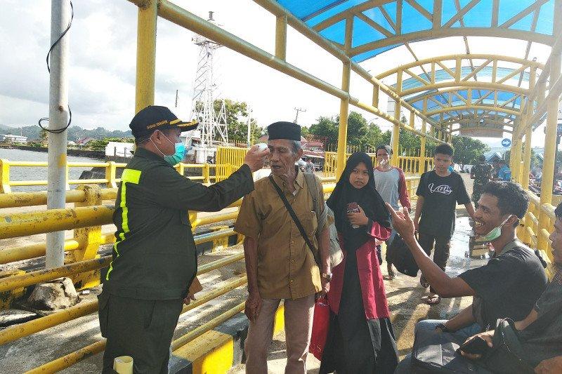 Seorang penumpang KM Laskar Pelangi dievakuasi karena demam tinggi
