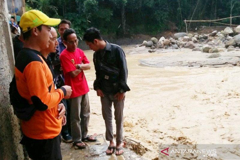 25 rumah di Sukajaya Bogor terkena banjir lintasan akibat hujan deras