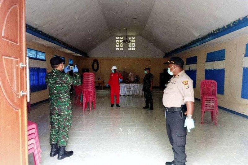 Polsek-Koramil Jayapura Selatan semprot cairan disinfektan cegah corona