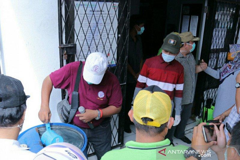 Pemerintah Kota Palembang bagikan cairan  pembersih tangan ke warga