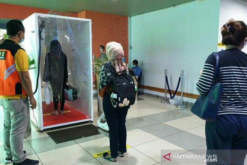 Bandara SMB II Palembang pasang bilik disinfeksi