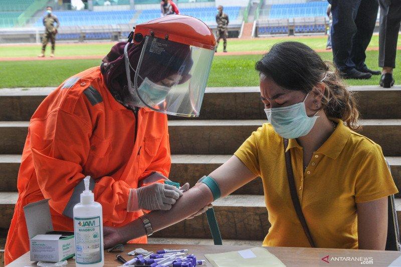 Pemeriksaan cepat COVID-19 dari rumah ke rumah mulai dilakukan di Bekasi