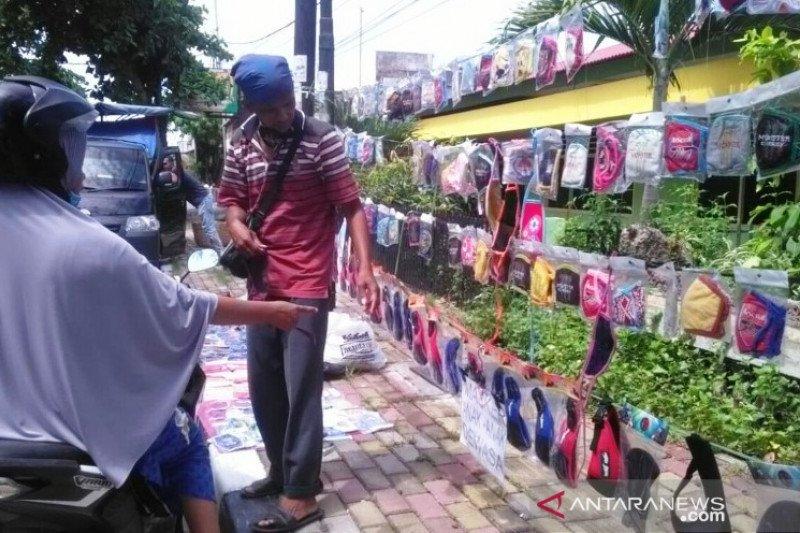 Wabah COVID-19 merebak, pedagang masker kain di Pariaman beromzet Rp500 ribu sehari