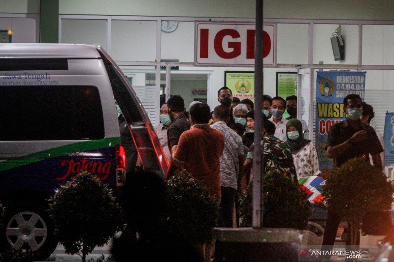 Obituarium - Mengenang mendiang ibunda Presiden Joko Widodo