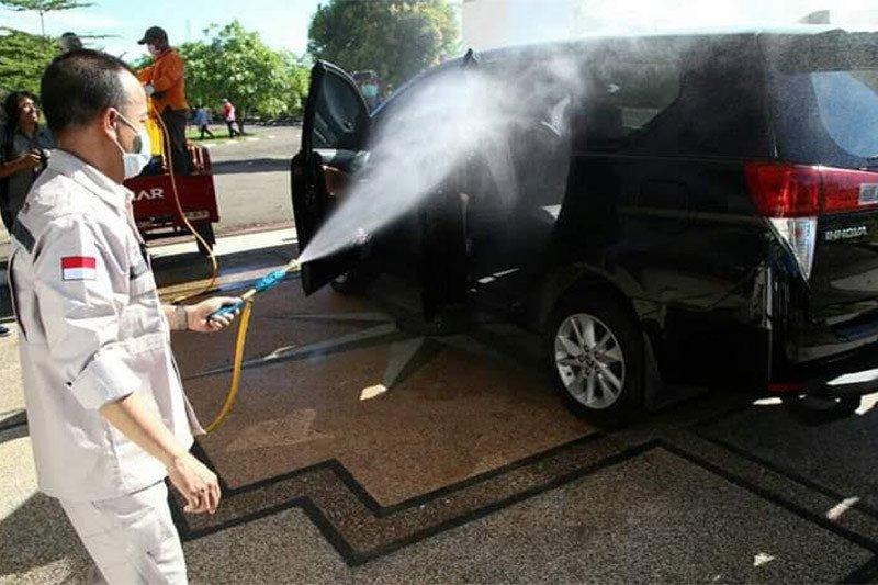 Pemkab Seruyan semprotkan massal cairan desinfektan di Kuala Pembuang