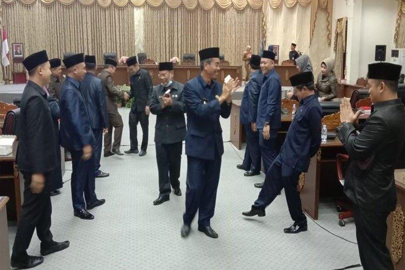 Enam fraksi DPRD Barito Utara sampaikan pandangan umum tiga raperda