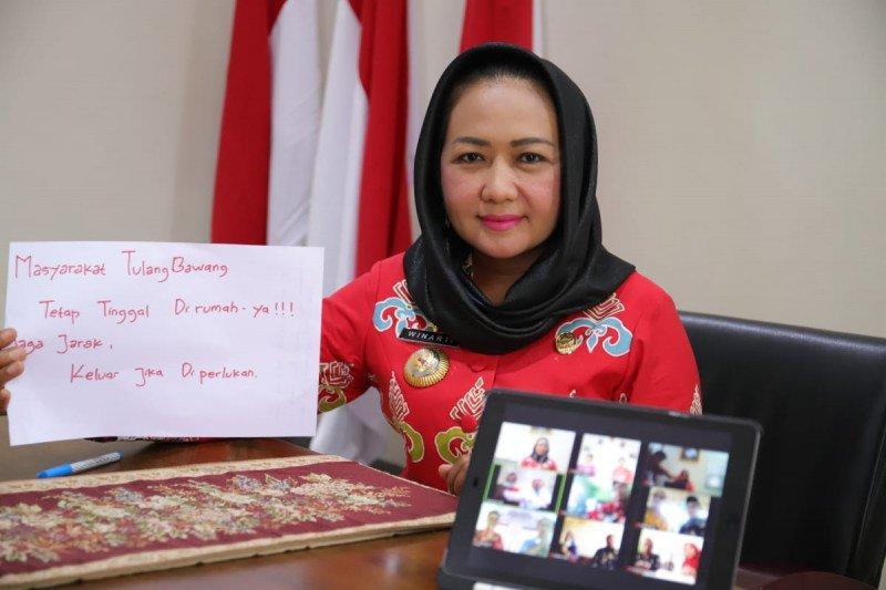 Bupati Tulangbawang Winarti video conference dengan puskesmas dan camat