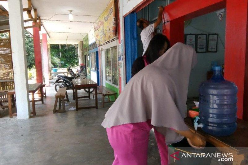JNE Dharmasraya sediakan tempat cuci tangan konsumen antisipasi penularan COVID-19