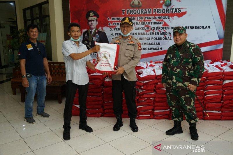 1.000 paket beras bantuan Presiden didistribusikan Polres Metro Bekasi
