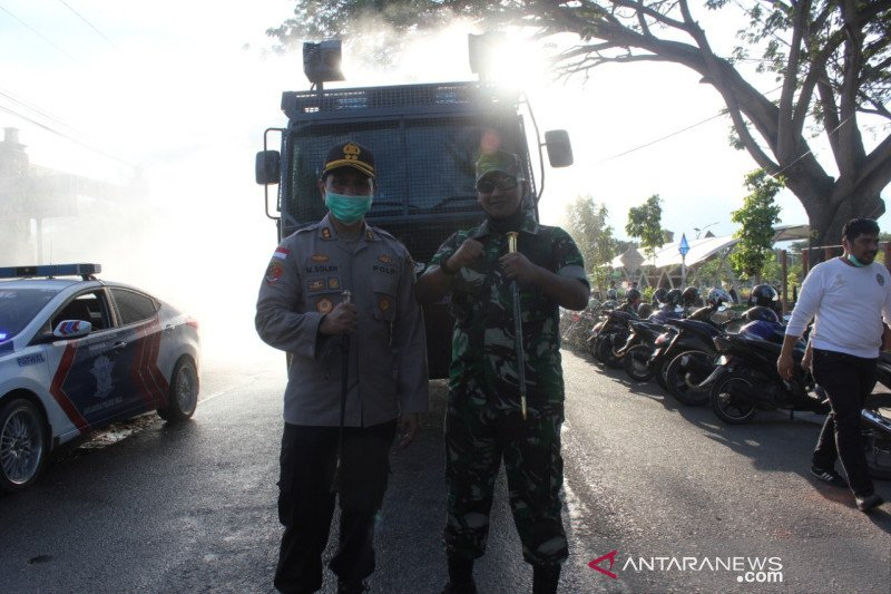 Polres Palu-Kodim Donggala juga ikut semprotkan disinfektan