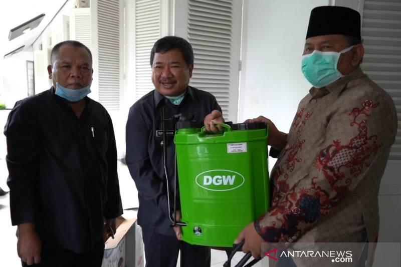 Alat semprot disinfektan untuk 500 masjid  dibagikan Pemkab Garut