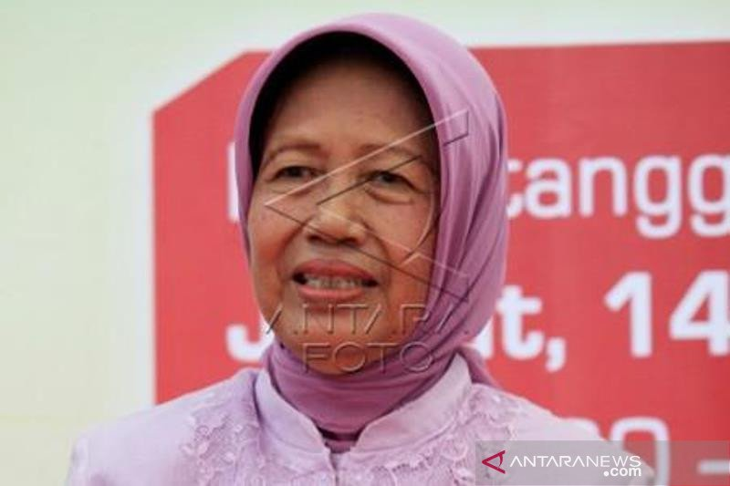 Ibunda Jokowi Sujiatmi Notomiharjo