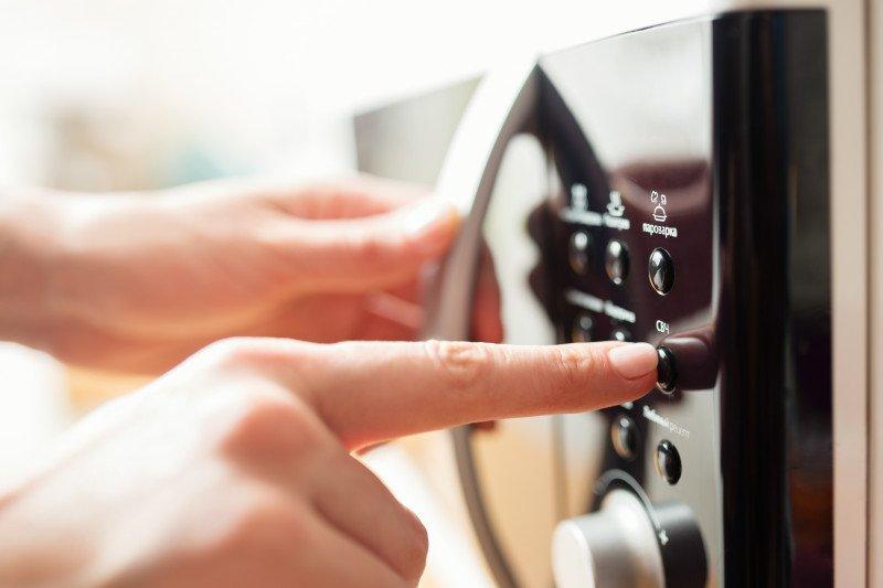 Menyalakan oven microwave dapat memperlambat sinyal wifi