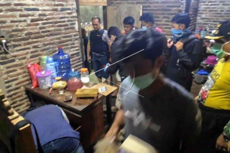 Penggeledahan Terduga Teroris di Batang