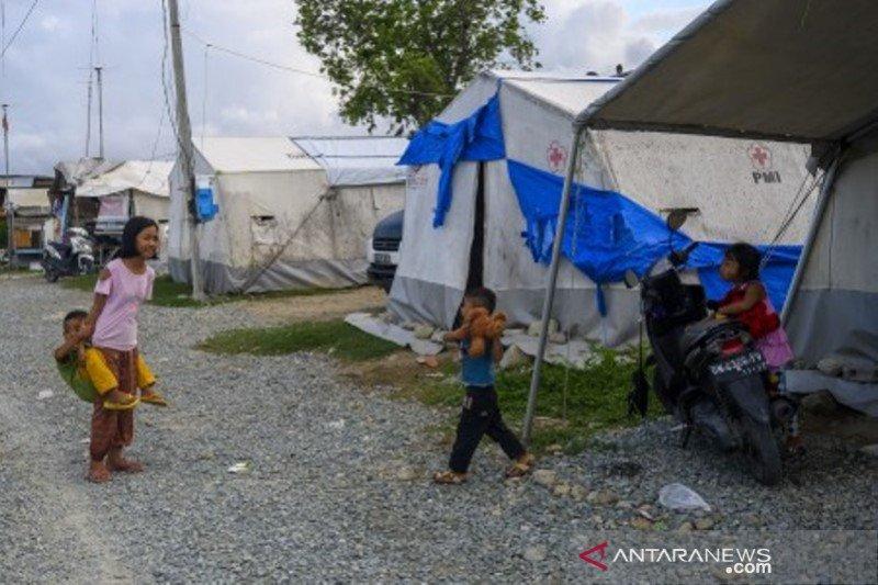 Penyitas di tenda darurat minta disemprot disinfektan