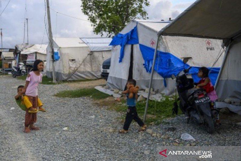 Korban gempa di Palu  masih banyak tinggal di tenda darurat