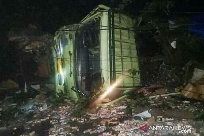 Rem blong, Truk tabrak tujuh sepeda motor di Cianjur, dua  tewas