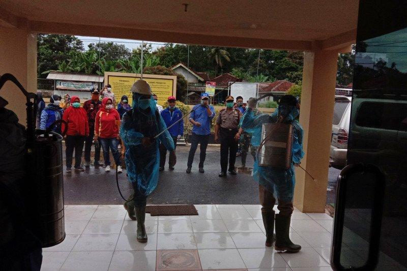 DPRD Lampung bersama Pokdarkamtibmas Labuhan Maringgai Cegah Corona