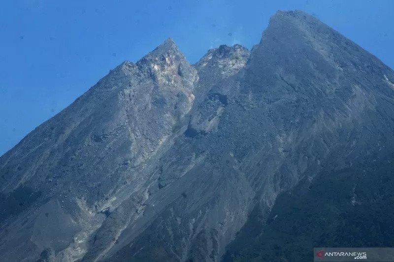 Gunung Merapi kembali meletus dengan tinggi kolom 1 kilometer