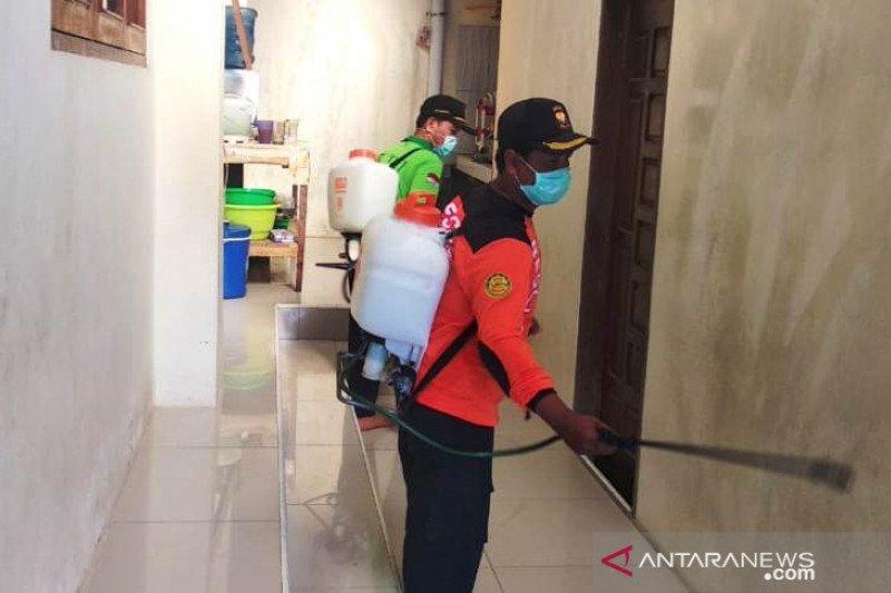 LDII Agam semprotkan disinfektan di masjid cegah COVID-19