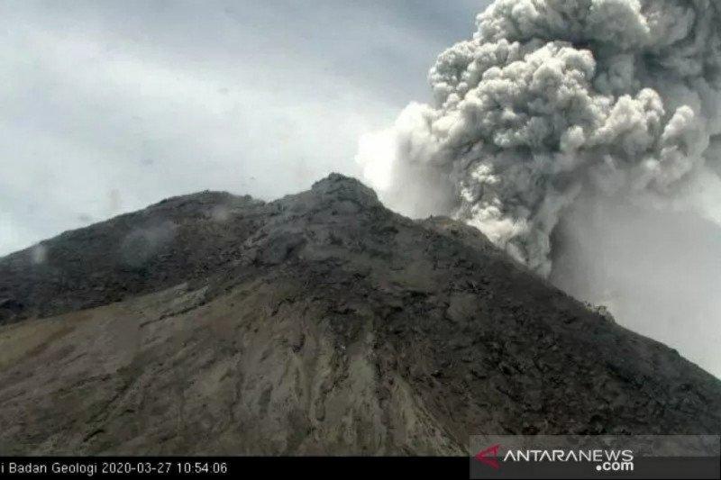 Gunung Merapi meletus, kolom asap 5.000 meter
