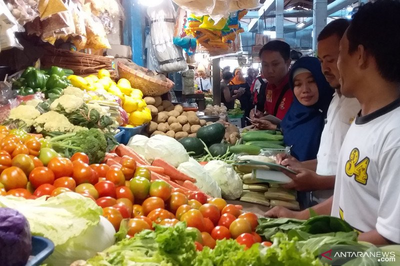 Markets, shopping malls in East Java