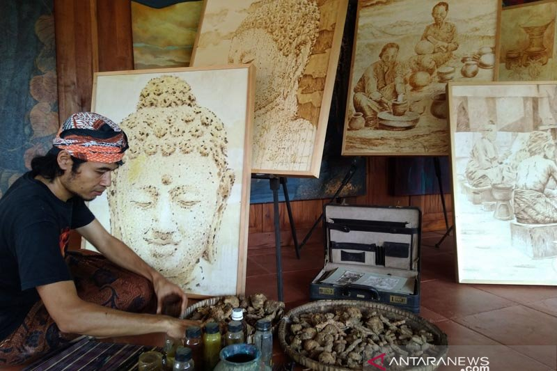 Pelukis Borobudur eksplorasi  jamu untuk melukis saat pandemi COVID-19
