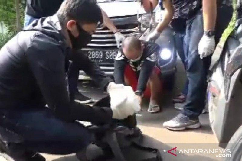 Dua pengedar narkoba dibekuk polisi di tengah pandemi virus corona