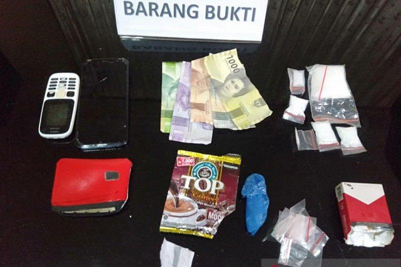 """Polisi tangkap pengedar sabu-sabu modus """"tempel"""""""