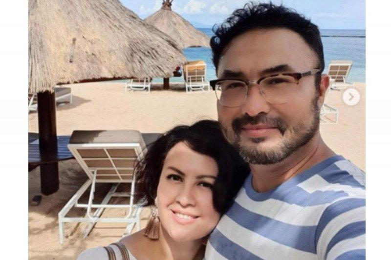 Berkat anak, aktor Surya Saputra & Cynthia Lamusu tidak bosan di rumah