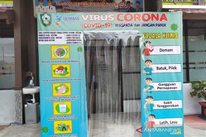 SOPD Pemkab Kotim ramai-ramai membuat bilik desinfektan