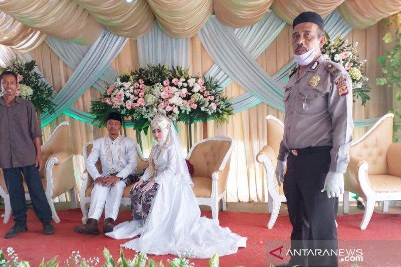 TNI bersama Polri bubarkan resepsi pernikahan di Kabupaten Bone