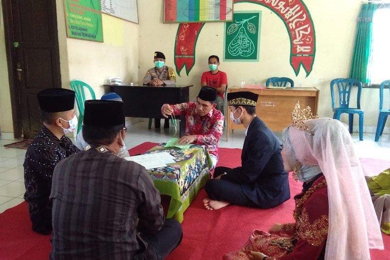 Pasangan pengantin di Musi Banyuasin pilih akad nikah di KUA