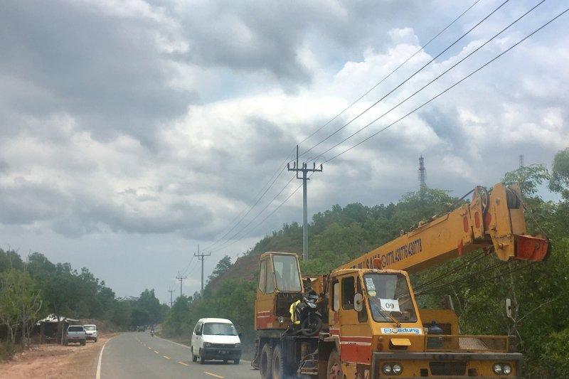 Alat berat keluar dari kawasan pembangunan RS Galang