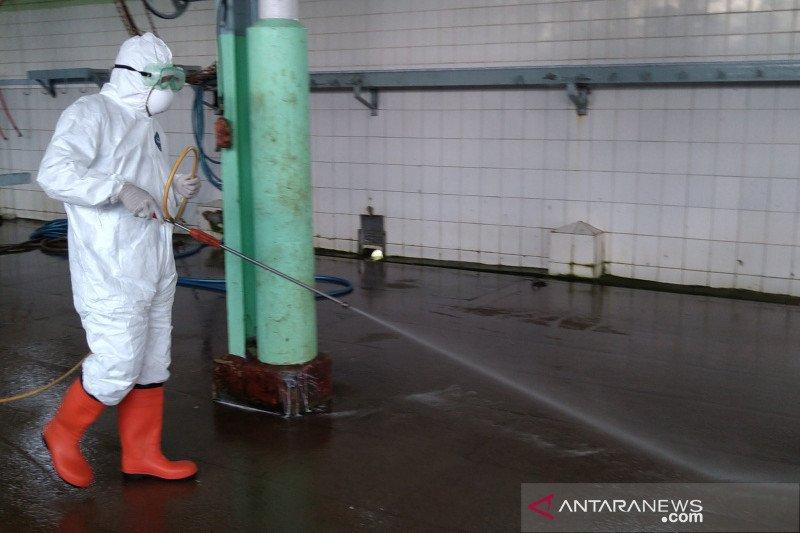 Disnak Keswan Jateng semprotkan disinfektan di RPH-pasar hewan cegah COVID-19