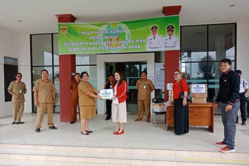 Fraksi PDI Perjuangan DPRD Gumas salurkan bantuan APD