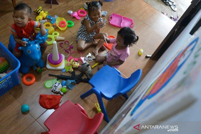 Aktivitas bermain di dalam rumah