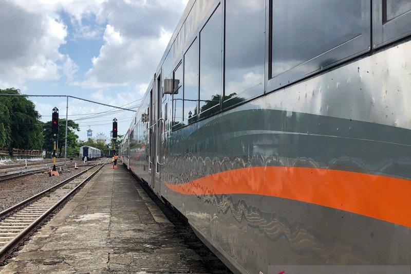 Dua KA tujuan Jakarta-Semarang dihentikan sementara