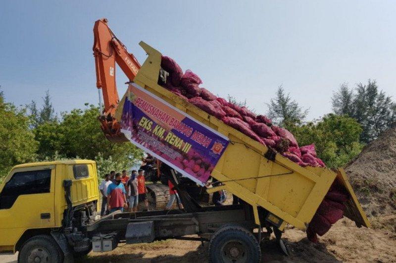 18 ton bawang merah ilegal dimusnahkan