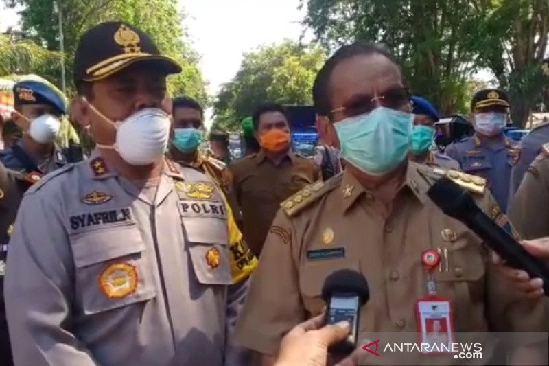Polda-Forkopimda Sulteng  semprotan disinfektan cegah pandemi COVID-19