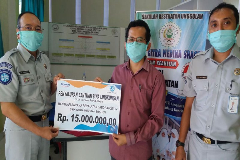 "Jasa Raharja bantu SMK Sragen produksi masker dan ""hand sanitizer"""