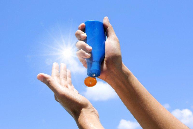 Tetap gunakan tabir surya meski #dirumahaja, ini alasannya