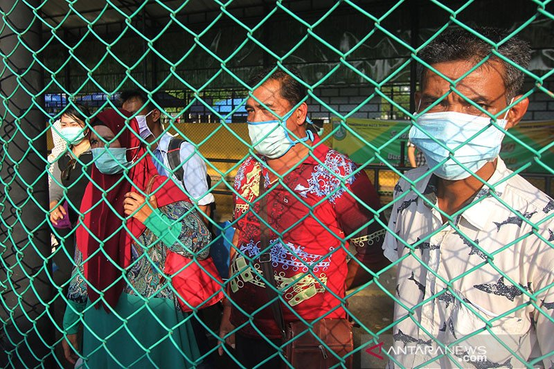 News Focus --  Indonesian Government insists lockdown not an option yet
