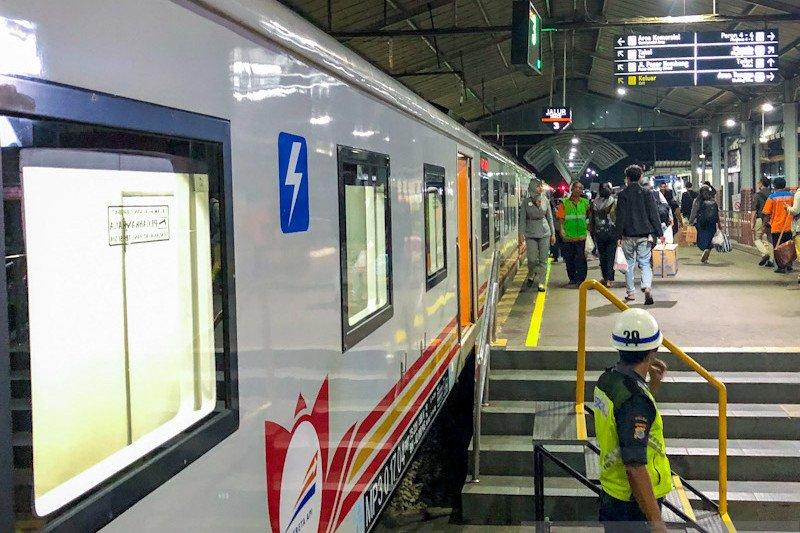 Pembatalan perjalanan kereta di Daop 6 bertambah jadi 126 trip