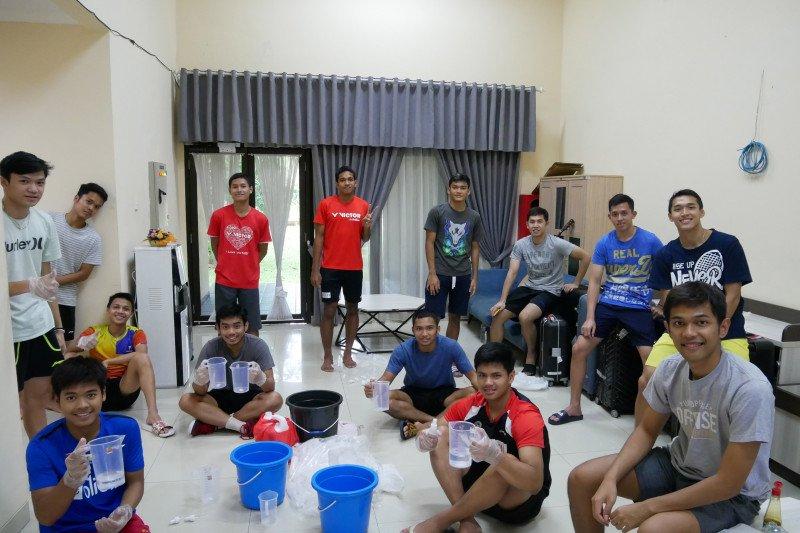 Atlet pelatnas bulu tangkis Indonesia bantu warga tangkal corona