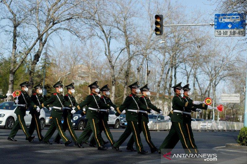 Halaman utama media di China hitam-putih peringati Perkabungan Nasional